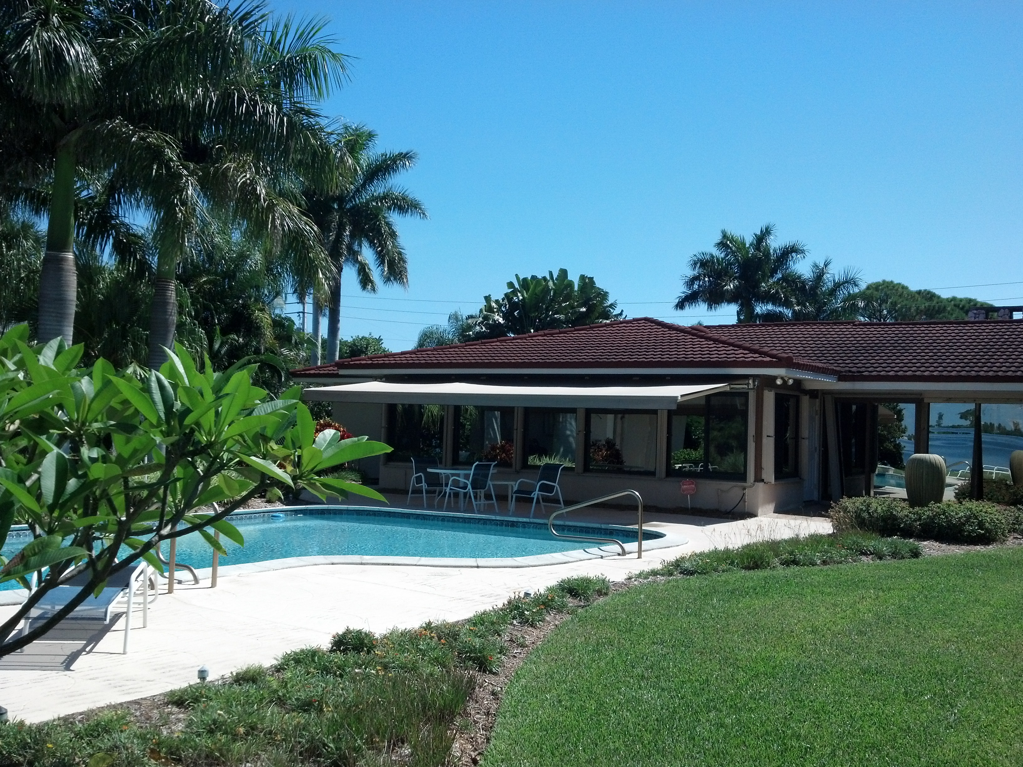 Retractable Awnings in Orlando | Shade & Privacy Products